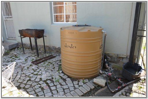 50 on Taylor Burgersdorp selfsorg akkommodasie water tenk