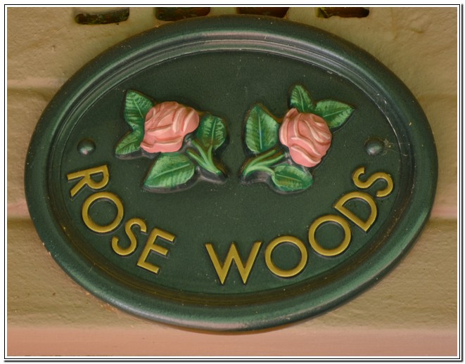 Dusk2Dawn_Guest_House_Burgersdorp_-_Room1_Rose_Woods_name_board