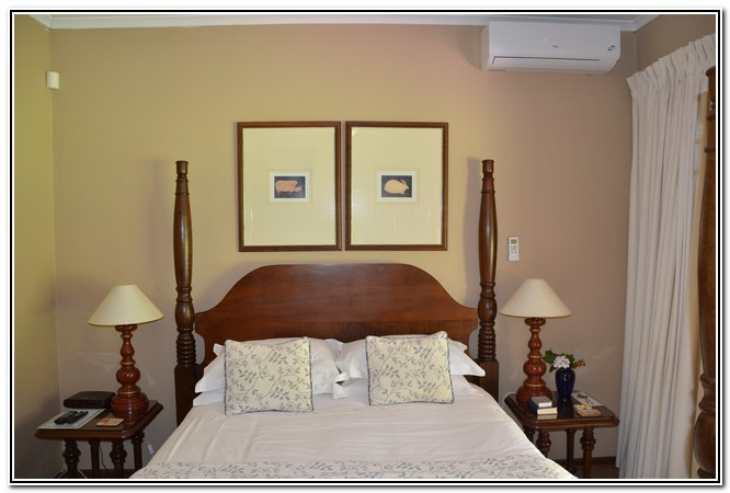 Dusk to Dawn Burgersdorp Guest House - room 3 Country Romance Dbl Bed en-suite