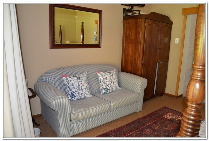 Dusk_to_Dawn_Burgersdorp_Guest_House_-_room_3_Country_Romance_comfy_couch