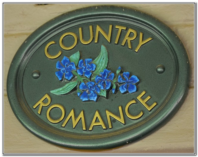 Dusk to Dawn Burgersdorp Guest House Country Romance room 3 - name board