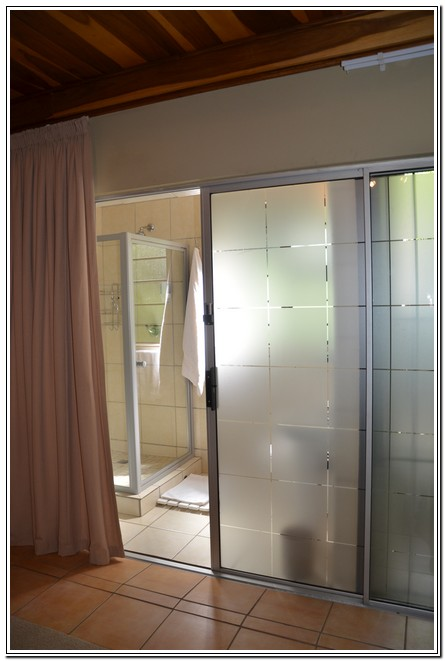 Private_room_6_Dusk_to_Dawn_Guest_House_Burgersdorp_shower_bathroom