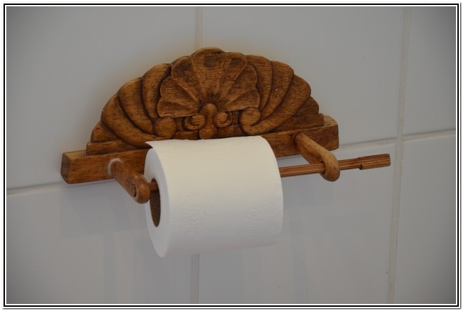 Winter Garden En-Suite Room 4 - Dusk to Dawn Burgersdorp Guest House arty toilet paper holder
