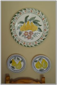wall_plates_in_dining_room
